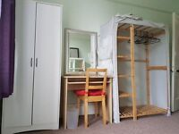 Looking for a Girl to share a Flat in Hyde Pk. Double room.Short or long term
