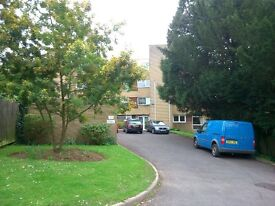 Spacious 2 bedroom Apartment, BARRY west end