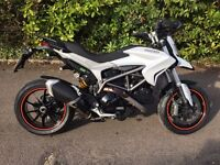 Ducati Hyperstrada 821. Like NEW! Fresh MOT, new tyres, FSH, Alarm, panniers, centre stand, modes