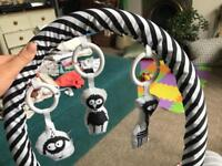 Mobile arch with hanging friends for sleepyhead