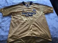 Newcastle united footbal top, gold size medium