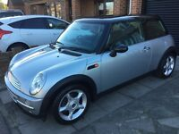 MINI COOPER LEATHER AN PANORAMIC ROOF