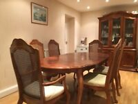 Stunning Walnut Table & 6 Matching Chairs