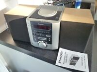 Compact stereo radio / CD player with built in clock and speakers - works perfectly