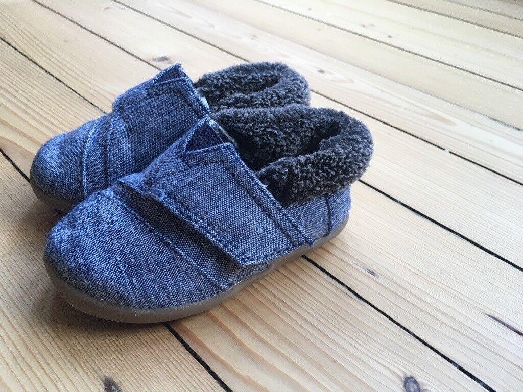 ba701ec5ea3 Tiny TOMS house slippers size 6   5 (infant)