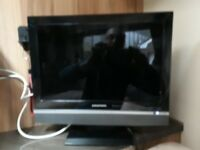 GRUNDIG 15 INCH 12V DIGITAL TV/DVD COMBO