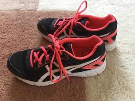Asics Girls running trainers Size 3-3.5 UK Very Good condition
