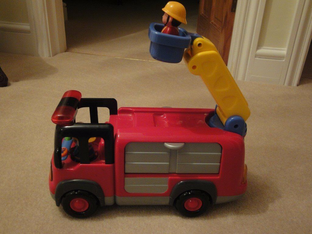 EARLY LEARNING CENTRE SOUNDS AND LIGHT FIRE ENGINE - COMPLETE