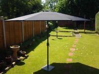 black parosal umbrella