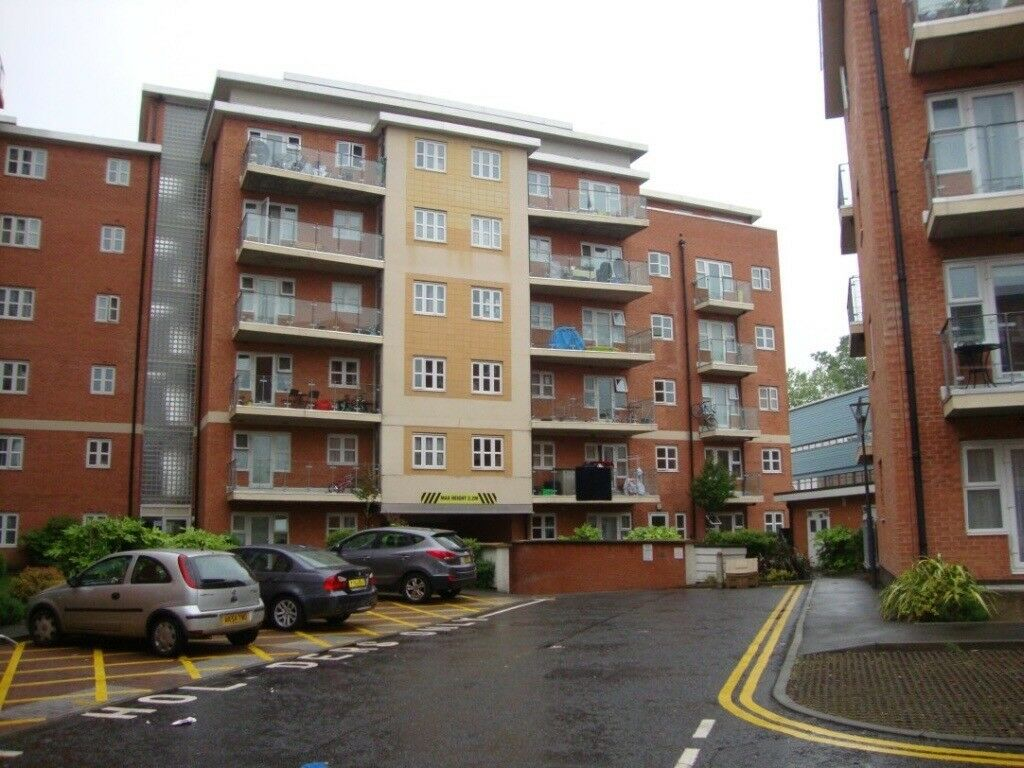 Purpose built two bedroom apartment with 2 bathrooms and ...