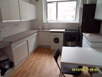 Big double room in flat shar, 5m to westfields. All bills.