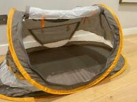 Baby travel crib / pop up tent