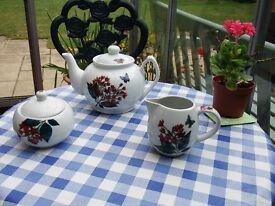 Butterfly Design Ceramic Teaset. Tea Pot , cream jug and sugar bowl *NEW*