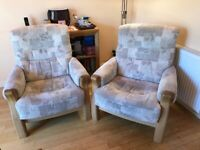 Comfortable 2 seater settee and 2 armchairs
