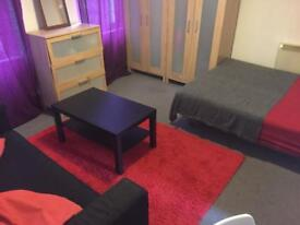 DOUBLE ROOM AT ANGEL STATION ISLINGTON NEAR KINGS CROSS COUPLE OR TWO MALE OR FEMALE