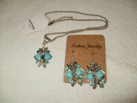 2 SETS OF NECKLACES AND EARINGS