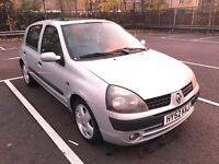 52 REG RENAULT CLIO 1.4 AUTOMATIC 5 DOOR SILVER DRIVES SUPERB LOW MILES NOT POLO CORSA FIESTA YARIS