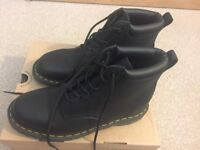BRAND NEW! Dr Martens Boots (Black, Size 9)