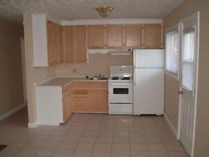 Students Welcome Sept 1 Centrally Located 3 Bedroom