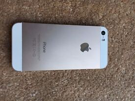 Iphone 5s Gold and White 32GB Locked to EE, Pristine Condition. £130 no offers