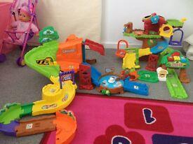 Toot toot tree house and safari play sets