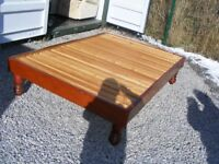 SOLID WOOD ANTIQUE DOUBLE BED FRAME IN GOOD CONDITION