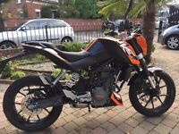 2015 KTM DUKE 125 MINT BIKE ONLY 1050 MILES TOP OF THE RANGE SUPERMOTO FINANCE AVAILABLE £2850