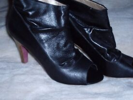 Love label boots size 7 tried on only (other items)