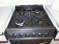 Gas cooker with electric ovon