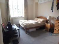 1 bedroom in Queenswood Court, London, SW4
