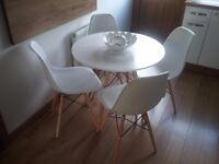 DSW Eames Effile White Table & 4 Chairs