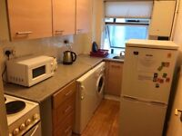 Large Double rooms in Wood Street