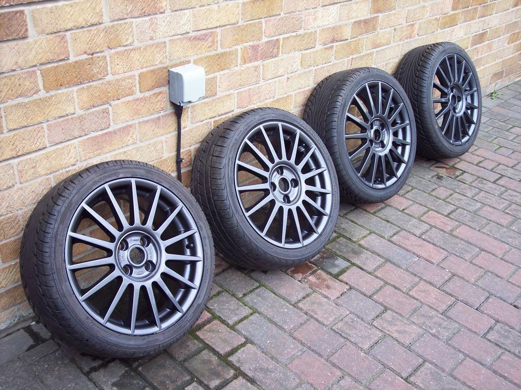 ford focus st170 alloy wheels with 215 40 17 tyres 7x17. Black Bedroom Furniture Sets. Home Design Ideas