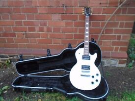 Gibson Les Paul Studio electric guitar with Hard Shell Case