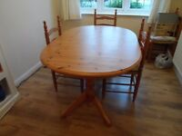 Dinning Table and 6 chairs in Pine