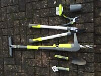 Small set of tools for the garden, lawn sand, weed killer and all in one (5 kg) and one water hose