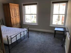 Big Rooms in Clean House 5 Min Walk to Town Centre
