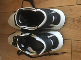 Junior white and black nike hurache trainers size 4