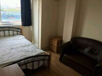 Lovely Double Room in Mile End