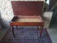 Wooden writing desk with lifting top.