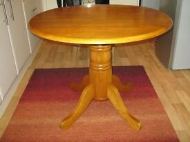 Reduced - Solid pine table in an antique colour, extendable, only 4 months old but no longer needed