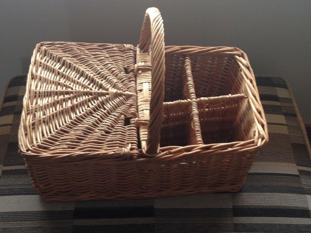 Picnic Basket Wine Holder
