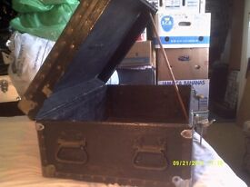 """AN INCREDIBLE BLACK TRUNK / CASE ? NO CENTRAL HANDLE """" BUT """" 2 at EACH END , VERY TOUGH"""