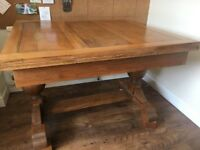 VINTAGE/ANTIQUE SOLID OAK EXTENDING 4/6 SEATER DINING TABLE VERY NICE PIECE GREAT CONDITION