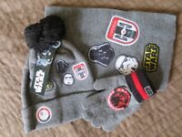 BRAND NEW Star Wars hat, scarf and gloves (Disney brand)