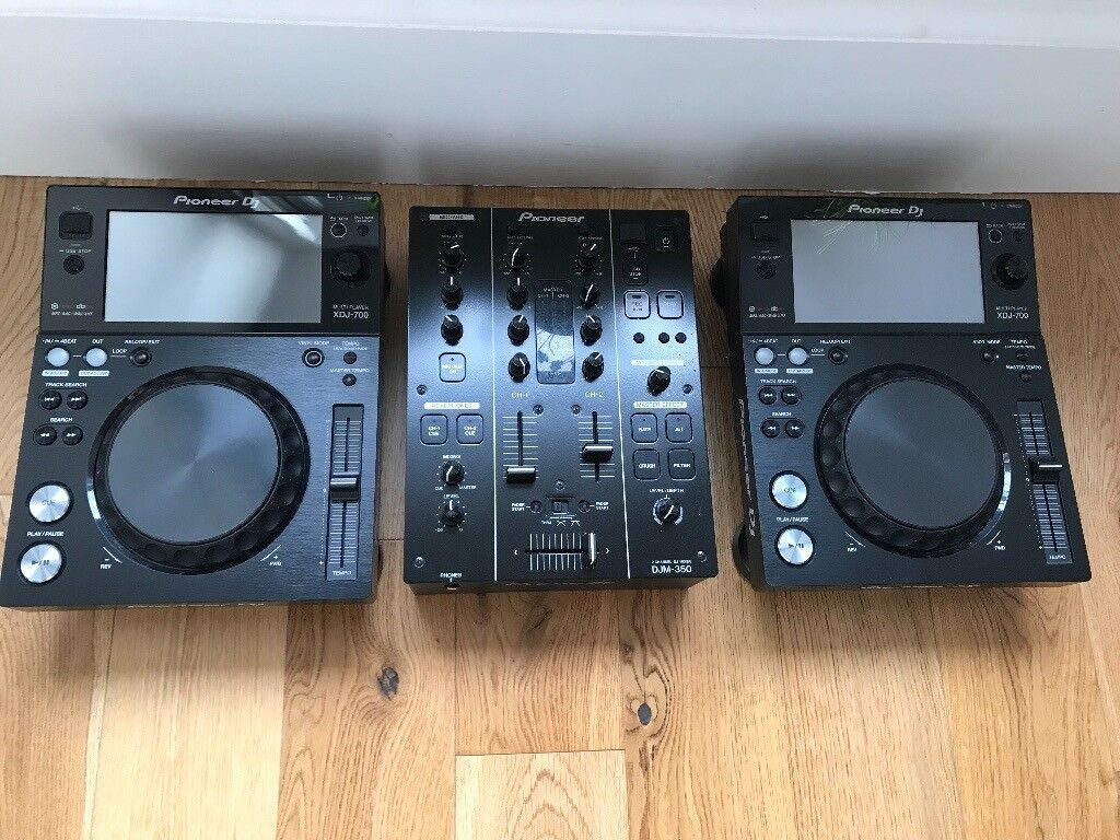Pioneer XDJ-700 and DJM350