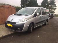 **TAXI** Peugeot expert 9 seater