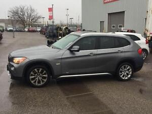 2012 BMW X1 xDrive28i/ PREMIUM/ LEATHER/ SUNROOF/ CANADIAN/ 17