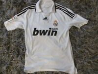 REAL MADRID HOME SHIRT SIZE MEDIUM VERY GOOD CONDITION
