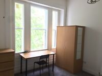 ***A Double Room within 3-Bed HMO Flat Located Minutes from Glasgow Uni – Hurry, don't Miss Out!***